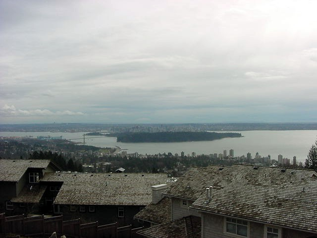 The astonishing view from the living room onto Vancouver. Up front West Vancouver, the Lions Gate Bridge, the green patch is Stanley Park and behind that you see West End and Downtown Vancouver.