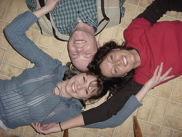 The evening with visiting friends ended up on the kitchen floor, also a very informal meeting place. Where the small kids crawl around is where the adult people go crazy.