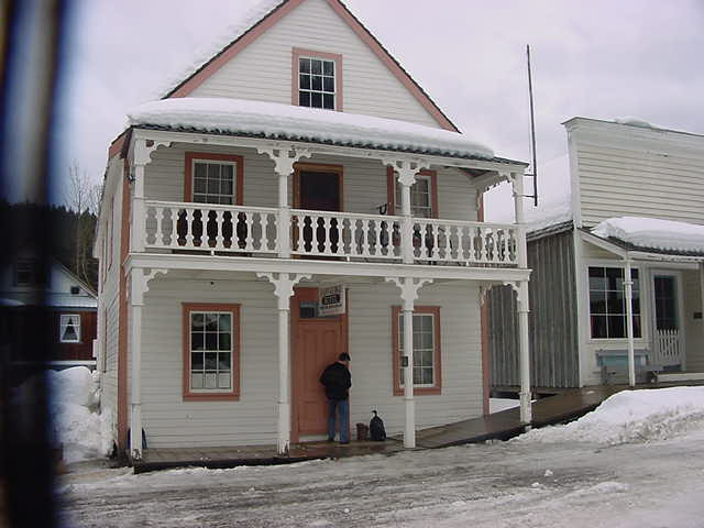 Goodbye Barkerville. Thomas Schoen closes the St George Hotel. It will be open again when the season starts again...
