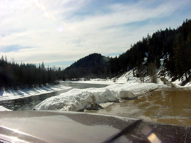 Out for a drive with Bob. Along the river the snow is melting heavily and ice is floating downstream the river...