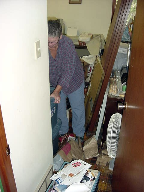 Even Karen had a good Sunday feeling today, piling up the recycle materials in the house.