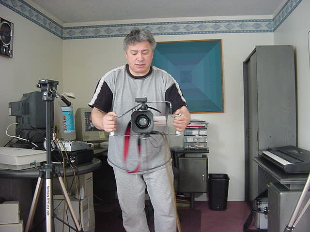 Fred shows me some of his handy inventions. You can manouvre your camera must better like this!