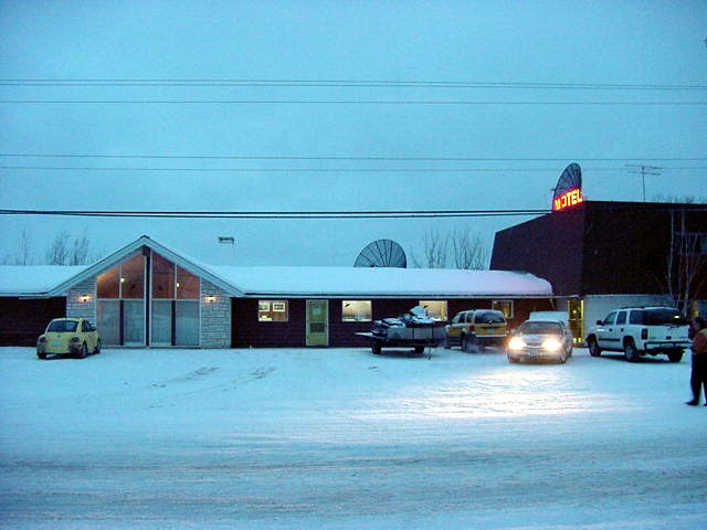 Around 6.30pm I arrived in Fort Providence, where I was invited to stay at the Snow Shoe Inn motel in town.