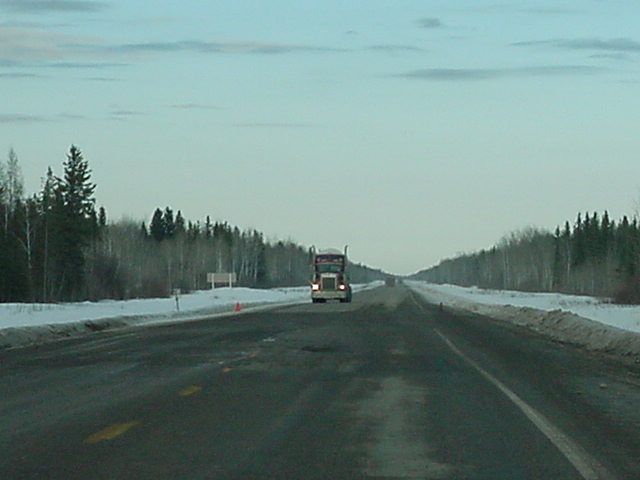 On the road again, as Steff and the kids took me along on the +350km road to Yellowknife.