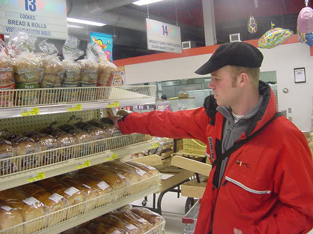 Before heading up to the far and cold north, I had to do some groceries, on special requests of my next hostess. And Jeff could pay for her in advance.