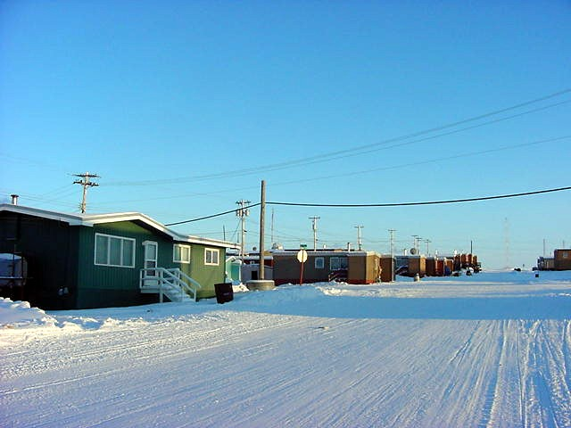 I have the feeling that every photo I take of houses in Kugluktuk is like selecting post cards in a souvenir shop!