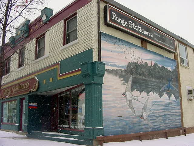 The Pembroke Heritage Murals is one of the most unqiue heritage mural projects in Canada. The volunteer committee that oversees the project work hard to develop accurate and detailed murals that reflect the unique history and culture of Pembroke and Area.