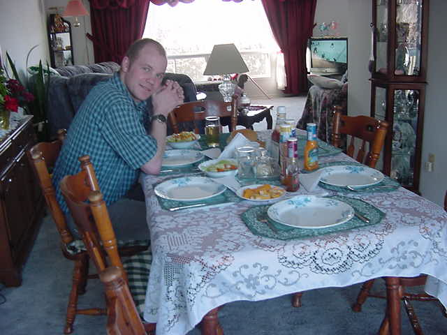I would loved to have made a photo with the people I stayed with at the dining table, but that was not appreciated by the family. When I asked Lori why not, she said she did not want her father to get mad about it.