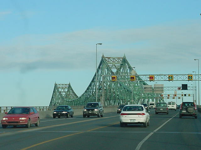 As the next hosts of mine live in the southern suburb Longueuil, we had to cross the bridge over the Saint Lawrence River.
