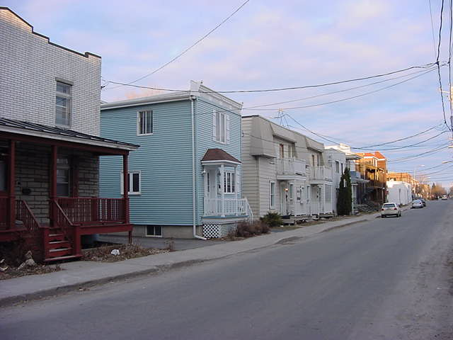 The historical suburb of Longueuil made me remind of my visit to Barkerville in British Columbia a few weeks ago.
