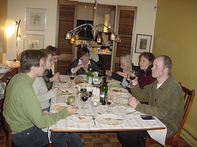 However they mostly spoke French on the table, it was still interesting to try to get a glimps of their conversations and be the guest at their table.