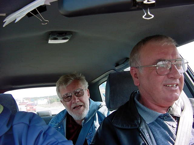 In the end of the afternoon I joined Bob and Hal in their drive to their friends house. Eva and Rose were in another car behind us.