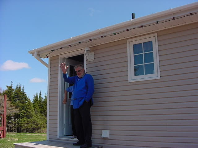 After noon I said goodbye to Bob and Eva Striha in Whitbourne. Again, Eva hides quickly for my camera.