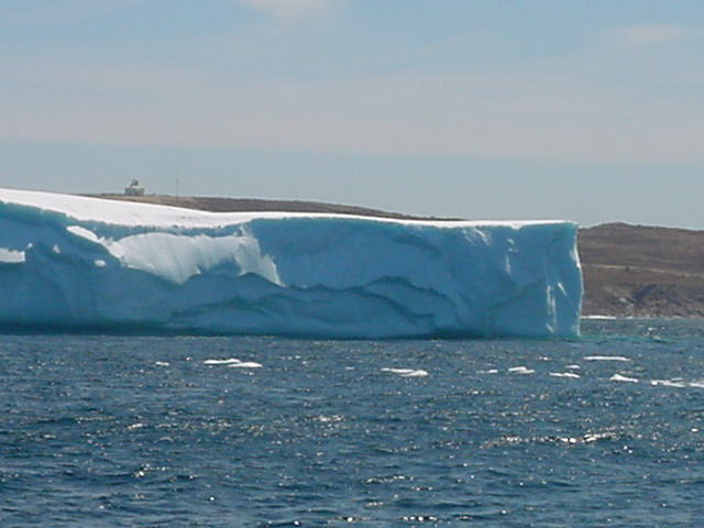 And there we were, a few kilometres away from The Narrows, close at the the iceberg. This is the same as the one from yesterday.