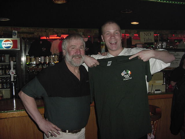 At my next visit to Erin's Pub, this night, I got another T-shirt, from the owner Ralph O'Brien! He had heard about my project and thought I could always use an Irish flagged shirt! Thanks Ralph!