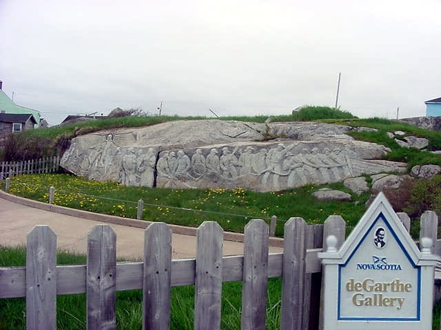 In Peggys Cove is also the Garthe Gallery located, where a local artist had carved Nova Scotian life in the rocks.