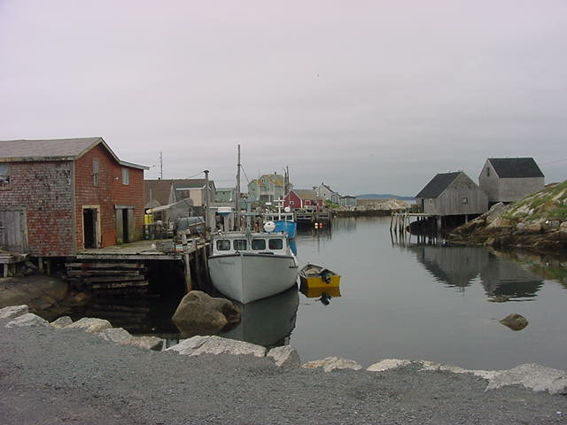 According to Bob this scene is the most photographed one in entire Canada. It is the little harbour of Peggys Cove (population: 60). The town is built arround this cove.