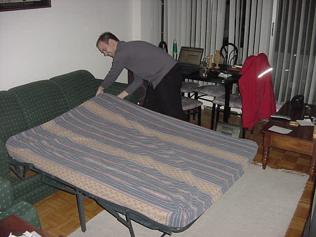 At his one bedroom apartment in a high flat in the area named High Park, my hosts Shawn folds out his couch. There is my bed for tonight!
