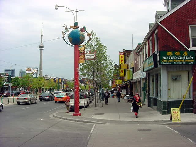 Shawns friend Karen took me for a sightseeing tour through the city. We started in Chinatown and got here where the Kensington Market started.