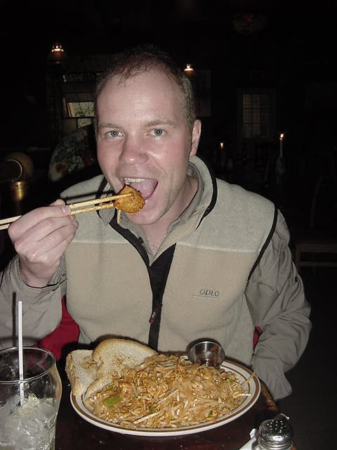 Sarah advised me to go for a plate of stir fry noodles, named Pad Thai. After a few bites I understood why the kitchen added toast to that� it was nice but spicy!