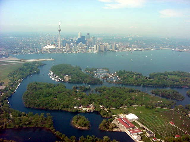 And here you see the green Toronto Island.