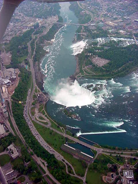 The town of Niagara Falls is separated by the Niagara river and one part is in the US State New York and the other part is in Canada. Because you can get the best view on the falls from the Canadian side, this part is reconstructed in the Las Vegas of Canada.