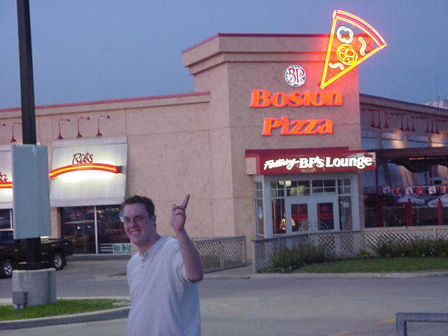Later this evening Dave took me along to the one and only hot spot in town, the place where he bar tenders in the weekend: Boston Pizza.