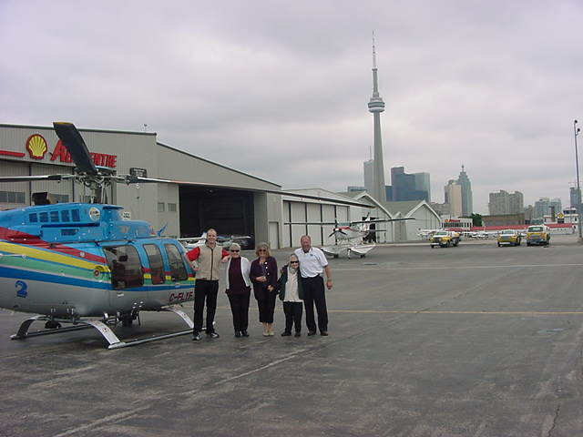 Here I was on the platform with Annes mother, Anne herself, Dorothy and the pilot Ruedi.