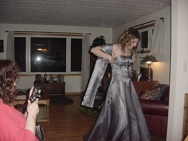 In the evening future vet-student and good friend of Cathy, Michelle, came over to show us her prom-dress.