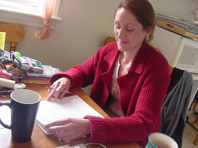 During my cereal breakfast Beth read some of the papers of her antropology students. She complained about the fact that many high-educated students have never learned how to write a paper. - Some sentences just go on and on, I just see they never proof-read it themselves!