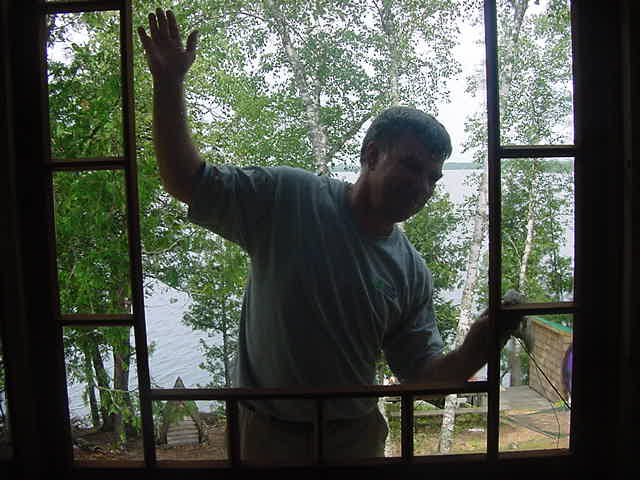 It is great to have your own cottage on an island in the lake, but still, in the morning, while it was very hot outside already, hard work had to be done on the house. This is Grant cleaning the windows.