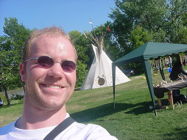 And of course, they had to built a little teepee village, because if you celebrate Canada day, you also think about the natives who lived here first. Hello, goodlooking man!