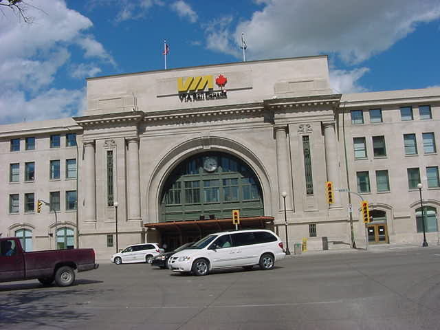 At 4.15 pm I had to be at the VIA Rail train station in Winnipeg, where I said goodbye and thanks to Michelle.