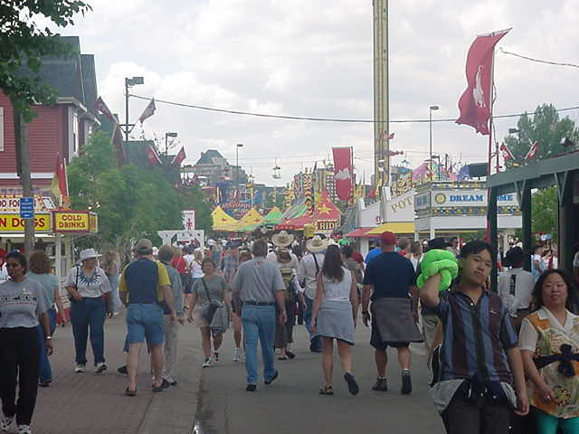 The real action takes place at the Stampede Park, southeast of downtown. The vast area contains an amusement park, concert and show venues, bars and restaurants and a huge range of stalls and shows that take the best part of the day to see.