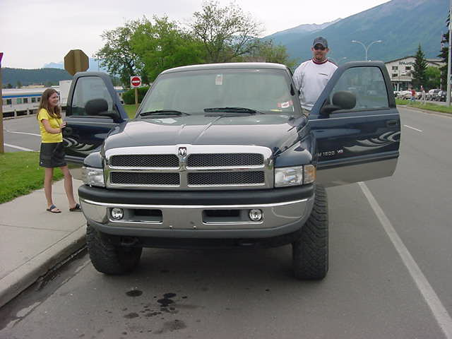 After a train ride of some five hours I was picked up by my hosts in Jasper! Corrine Vey and her boyfriend picked me up in his big MONSTERtruck. I guess it is the biggest truck in Jasper...