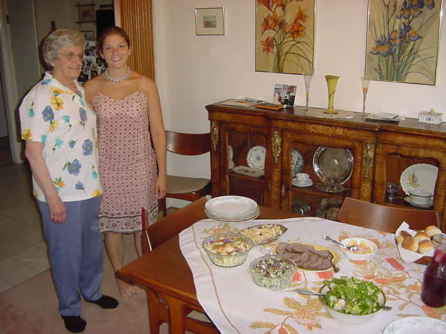 For dinner we were invited at Annas grandmothers place. She also lives in Victoria and prepared us a fine buffet.