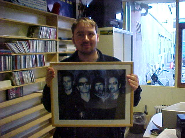 The first (official) present to send through to my next guest was a unique picture of U2 in a frame, given away by Radio 3FM-deejay Patrick Kicken.
