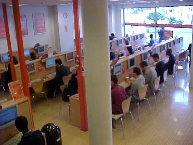 EasyEverything is the biggest internet shop  in Europe, in Brussels there are 3 floors with internet-computers!