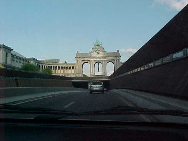 The Arch of Cinquantenaire, nowadays also a museum, on the road to Sophies house...