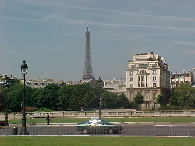 The first sight when I stepped out of the car in Paris... Beautiful...