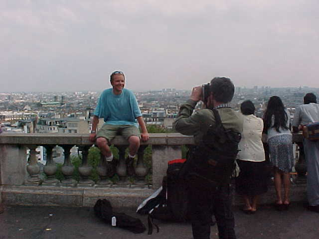 But than that Japanese family at the right discovered me, they all had a Sony camera...