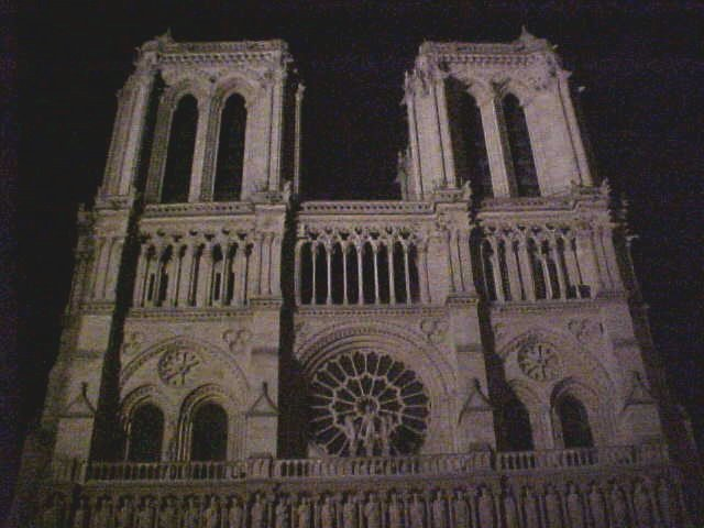 And a full shot of the Notre Dame. This pic was made on time, 10 seconds later Paris turned of the light, it was midnight...