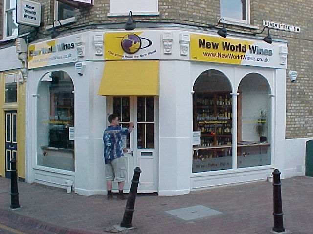NewWorldWines, Evans and Lorrainnes wine shop in Battersea#