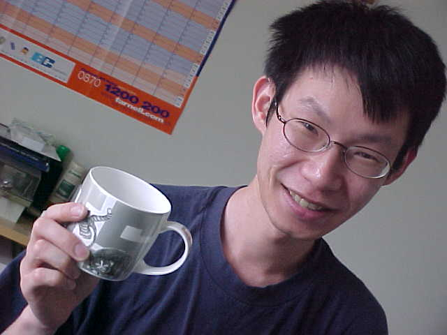 Elliot with the gift from Wendy and Colin in Sheffield: a cats mug! Elliot almost did not want to accept any gifts...