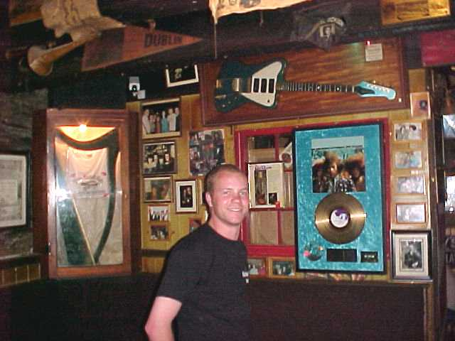 De Barras Pub is owned by Noel Redding, the gitarist who played with Jimi Hendrix.