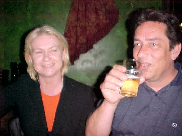Colette and Onno in the pub. They had the beers and I had the juice... ;-)