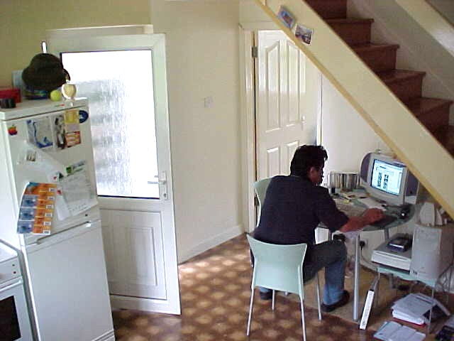 Onno behind his computer in the kitchen in the morning.