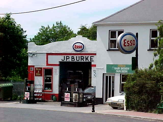 A petrol station in Lisdoornvara, does it not look nostalgic?