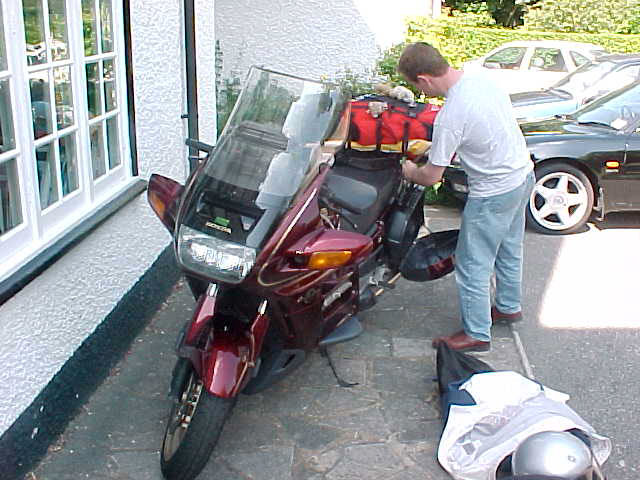 It took some effort, but eventually everything of my stuff fitted on the motorbike...