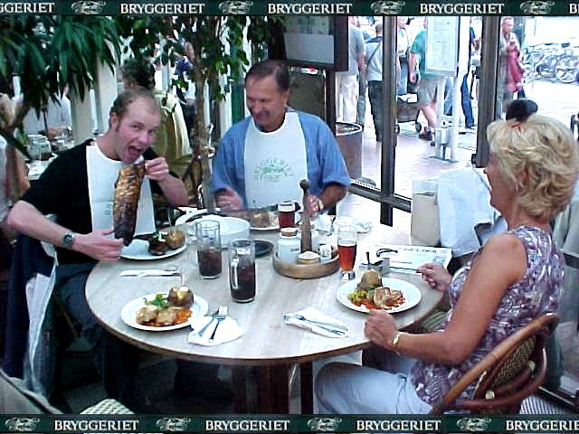 Lars parents were on her way home from their holiday in Germany and passed by to share a meal in a restaurant. I had one of my largest spare ribs ever. Free publicity for the Bryggeriet restaurant of course for the wonderful treatment!